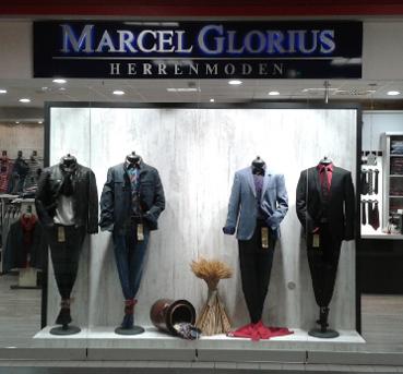 Außenbetrachtung Filiale Marcel Glorius Herrenmoden Berlin Biesdorf